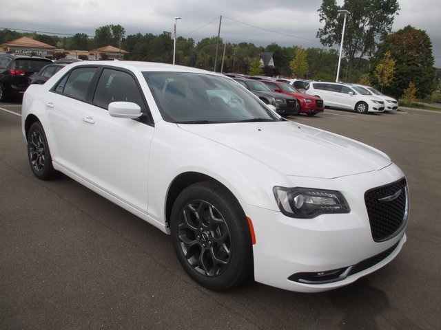 2018 chrysler 300c. simple 300c new 2018 chrysler 300 s throughout chrysler 300c